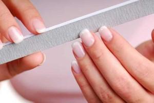 Как правильно держать пилку. Техника опиливания ногтей.
