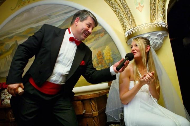 как выбрать тамаду на свадьбу1