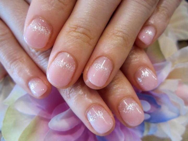 Маникюр на коротких ногтях это тоже женственно3